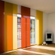 Fenster mit Sonnenschutz-Paneelen