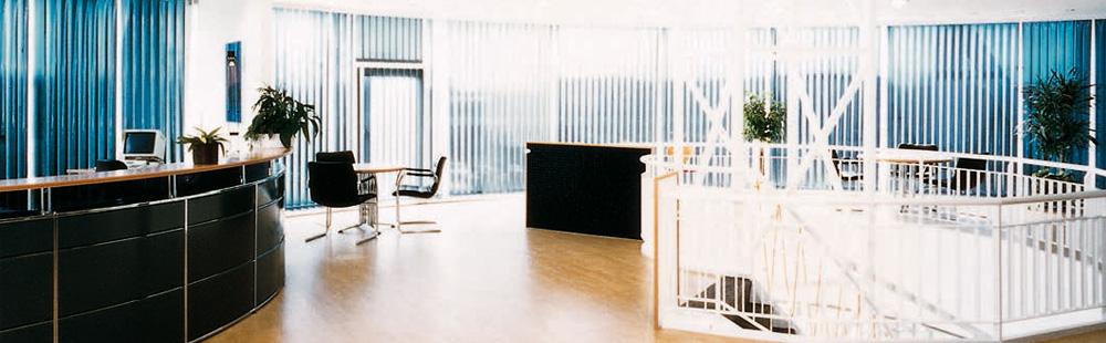 Büros mit Multifilm Lamellenvorhängen
