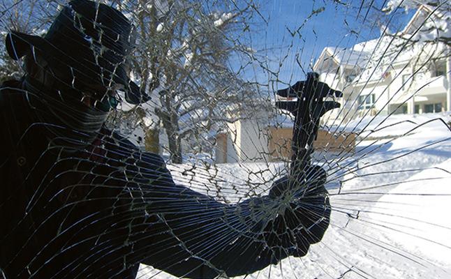 Einbruchversuch durch Fensterglas